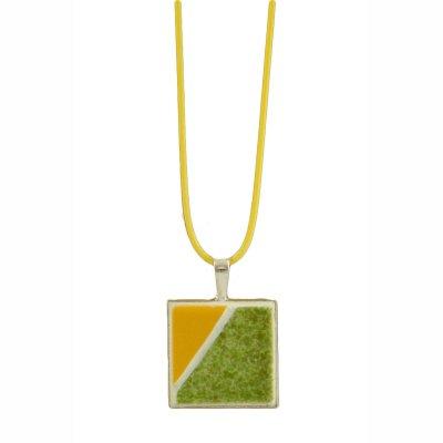Collier pendentif vert et jaune